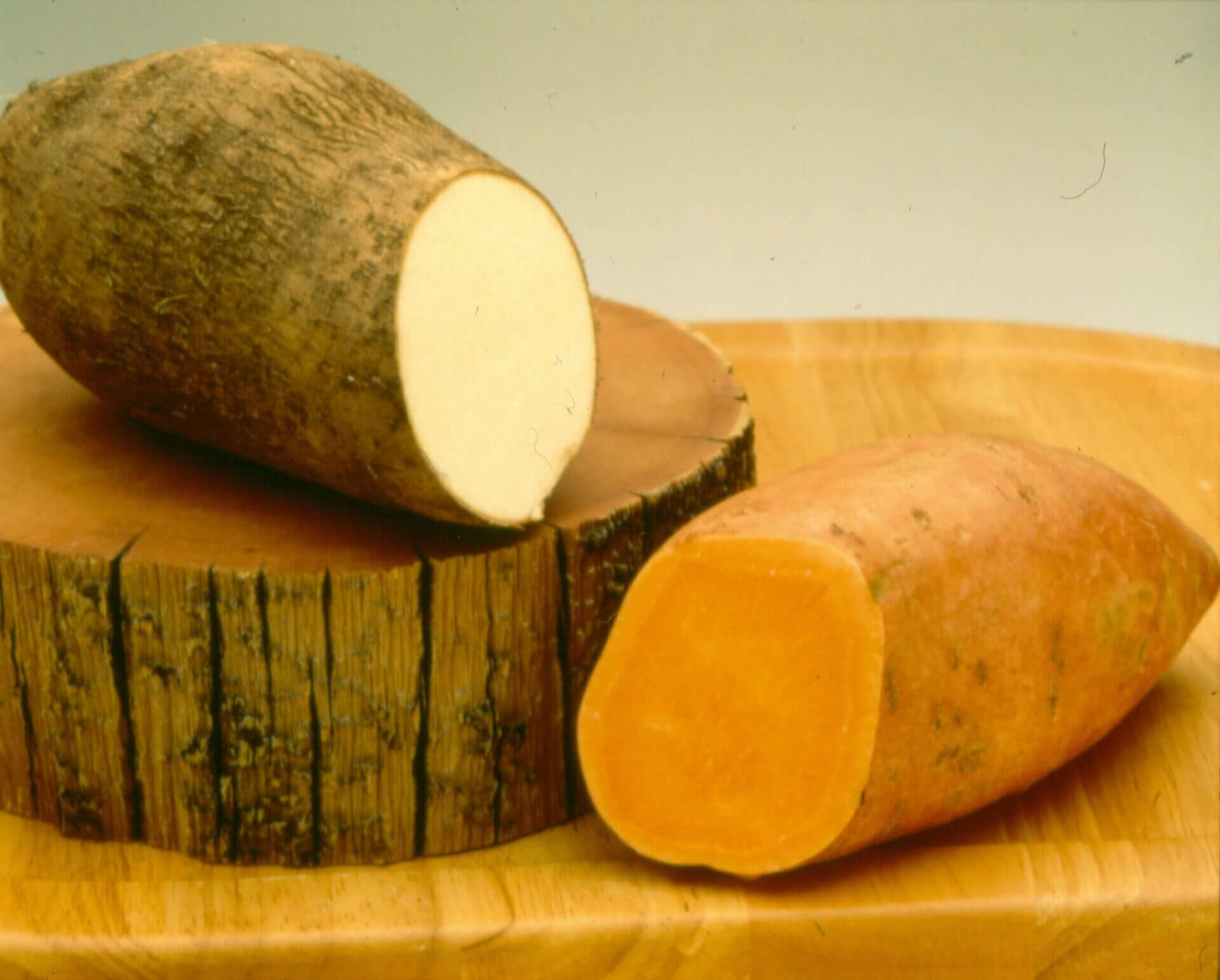 difference between sweet potatoes and yams what is the difference between a sweet potato and a yam 12952